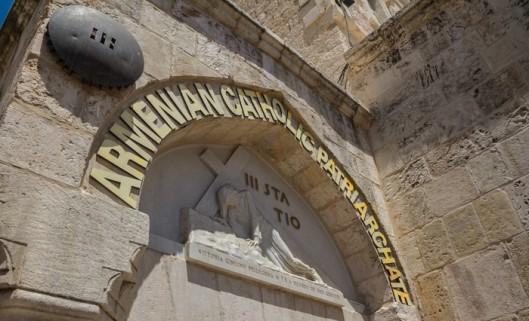 a terceira estação foi onde jesus desfalece pela primeira vez com o peso da cruz