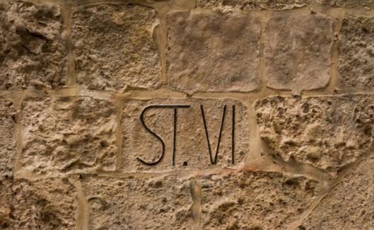 sexta estação conhecida como o lugar onde uma mulher, comovida com o sofrimento de Jesus, lhe dá um pano para limpar o rosto