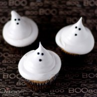 1438794590-bootiful-ghost-cupcakes